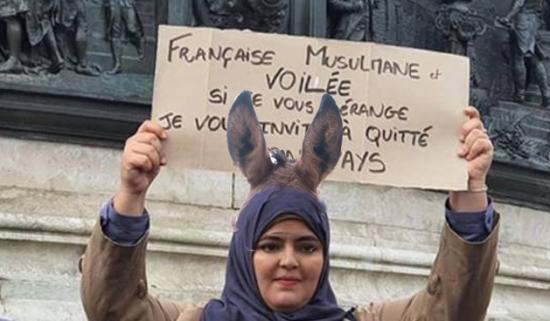 Francaise musulmane voilee oreilles ane